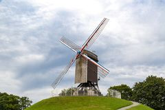 Mulino a vento storico a Bruges Fotografie Stock