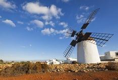 Mulino a vento storico a Fuerteventura Fotografia Stock Libera da Diritti