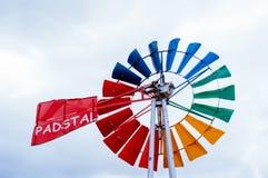 Mulino a vento sul campo Fotografia Stock