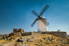 Mulino a vento sul hummock Fotografie Stock
