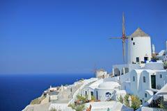 Mulino a vento sull'isola di Santorini Immagine Stock