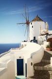 Mulino a vento sull'isola di Santorini, Grecia Fotografia Stock