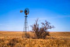 Mulino a vento sulle pianure di Colorado Fotografie Stock Libere da Diritti