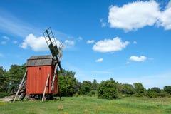 Mulino a vento tradizionale sull'isola svedese Oland Fotografie Stock