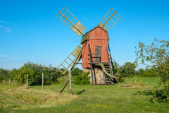 Mulino a vento tradizionale sull'isola svedese Oland Fotografia Stock Libera da Diritti
