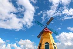 mulino a vento variopinto con il fondo del cielo blu Fotografia Stock Libera da Diritti