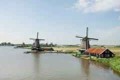 Mulino a vento vicino al fiume a Zaanse Schans, Olanda Immagine Stock Libera da Diritti