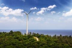 Mulino a vento vicino al mare Fotografie Stock Libere da Diritti