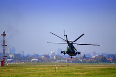 Mulitary直升机特技索非亚机场 免版税库存图片