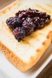 Mullberry dżem na grzanka chlebie Obraz Stock