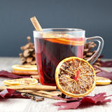 mulled wine för jul grog Arkivfoton