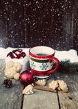 Mulled wine, gingerbread and Christmas decorations Royalty Free Stock Photography