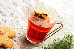 Mulled wine and gingerbread man Royalty Free Stock Photography