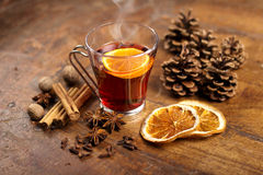 Mulled wine with orange and spices Royalty Free Stock Photos