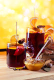 Mulled wine with spices and fruits Royalty Free Stock Photos