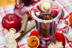 Mulled wine with spices and gingerbread cookies. Stock Photography