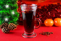 Mulled Wine. Winter hot drink with spices and Christmas decorations Royalty Free Stock Photos