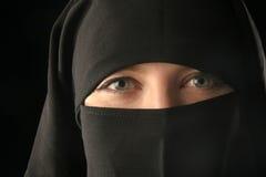 mulsim面纱佩带的妇女 免版税库存照片
