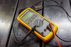 Multímetro eléctrico amarillo fotos de archivo libres de regalías