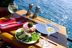 Multe la cena en la bahía para dos Foto de archivo