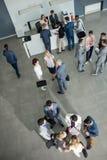 Multiétnico acertado de los colegas que hablan en la reunión de negocios fotos de archivo libres de regalías