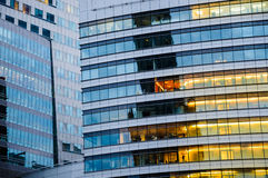 Multi здание этажа Абстрактная текстура синего стекла современная  Стоковые Фото