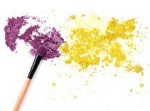 Multi покрашенные тени для век на щетке, blusher порошка инструмента красоты моды Стоковое фото RF