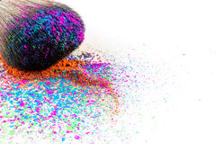 Multi покрашенные тени для век на щетке, красота порошка моды Стоковая Фотография RF