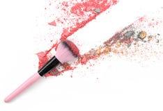 Multi покрашенные тени для век на щетке, blusher порошка инструмента красоты Стоковая Фотография RF