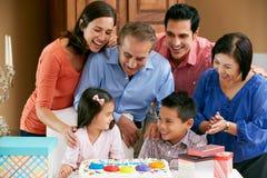 Multi семья поколения празднуя день рождения Стоковые Изображения RF
