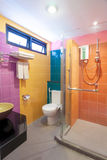 Multi ванная комната цвета стоковые изображения