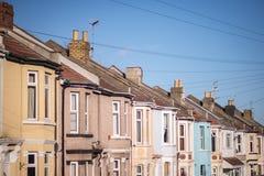 Multi alloggio a terrazze colorato nella città Fotografie Stock