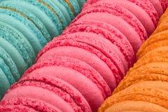 Multi bolinhos de amêndoa coloridos Fotos de Stock