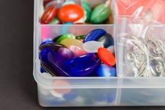 Multi botões plásticos coloridos usados para criar a joia Foto de Stock Royalty Free