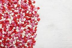 Multi-colored harten op een witte achtergrond Hoogste mening, exemplaarruimte royalty-vrije stock fotografie