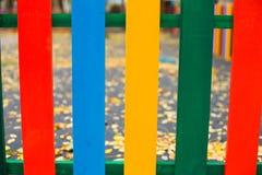 Multi-colored nieuwe houten omheiningsherfst stock foto's