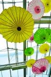 Multi-colored paraply. Arkivbilder