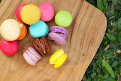 Multi colorido dos bolinhos de amêndoa franceses é delicioso Foto de Stock Royalty Free