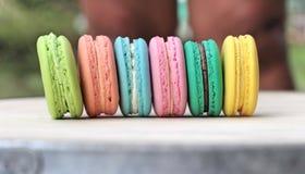 Multi colorido dos bolinhos de amêndoa franceses é delicioso Imagens de Stock Royalty Free