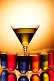 Multi-coloured schoten en martini-glas stock afbeeldingen