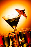 Multi-coloured schoten en martini-glas royalty-vrije stock afbeelding