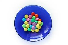 Multi-coloured zoetigheden op blauwe plaat royalty-vrije stock foto