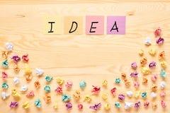 Multi concetto di idea della lampadina della nota del bastone di colore Immagini Stock