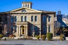 Multi construção histórica da história ao lado da estrutura moderna Imagem de Stock Royalty Free