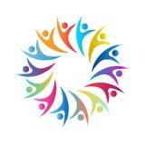 A multi cor dos povos desvanece a discussão do símbolo do círculo da união dos povos da cor junto, executivos de trabalhadores do imagem de stock royalty free