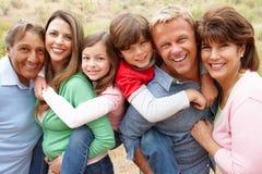 Multi Erzeugungsfamilie draußen Stockfotos