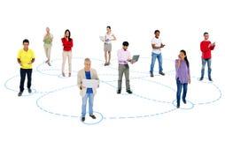Multi-ethnique des personnes dans la mise en réseau sociale images stock