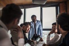 Multi ethnische Geschäftsleute, Unternehmer, Geschäft, Kleinbetriebkonzept lizenzfreies stockbild