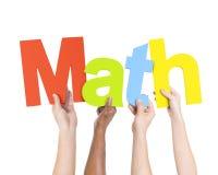 Multi ethnische Leute, die Wort-Mathe halten Stockbild