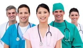 Multi-etnic equipa médica